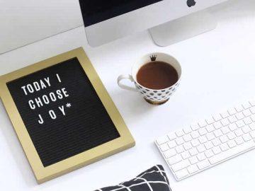 Die meisten Menschen verbringen täglich mehr Zeit mit der Arbeit als mit der Familie. Genau deshalb ist Spaß bei der Arbeit von großer Bedeutung für ein glückliches und erfülltes Leben.